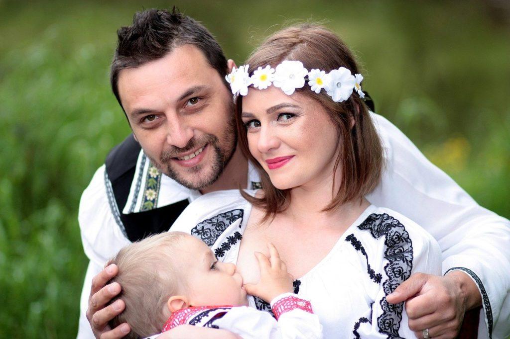family, breastfeeding, mom